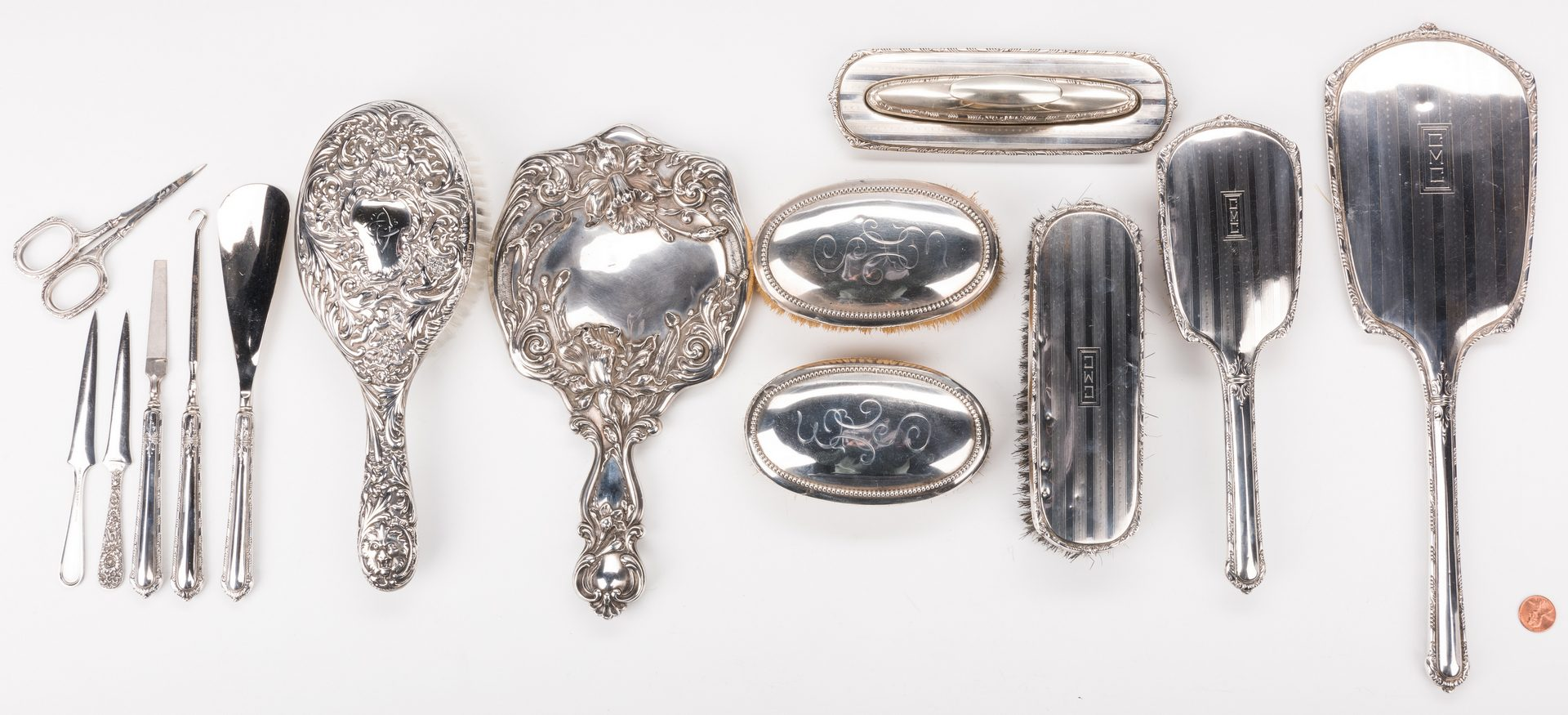Lot 877: Sterling dresser and vanity items, 15 pcs