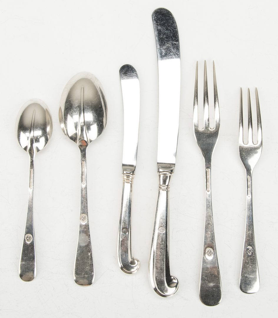 Lot 413: Steiff Williamsburg Queen Anne Sterling Flatware, 72 pcs.