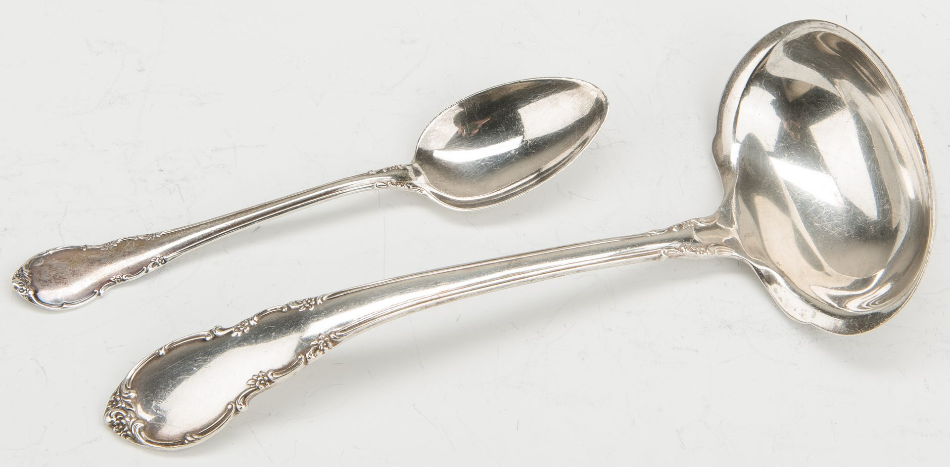 Lot 425: 66 pcs Sterling: Lunt Flatware; English Dish