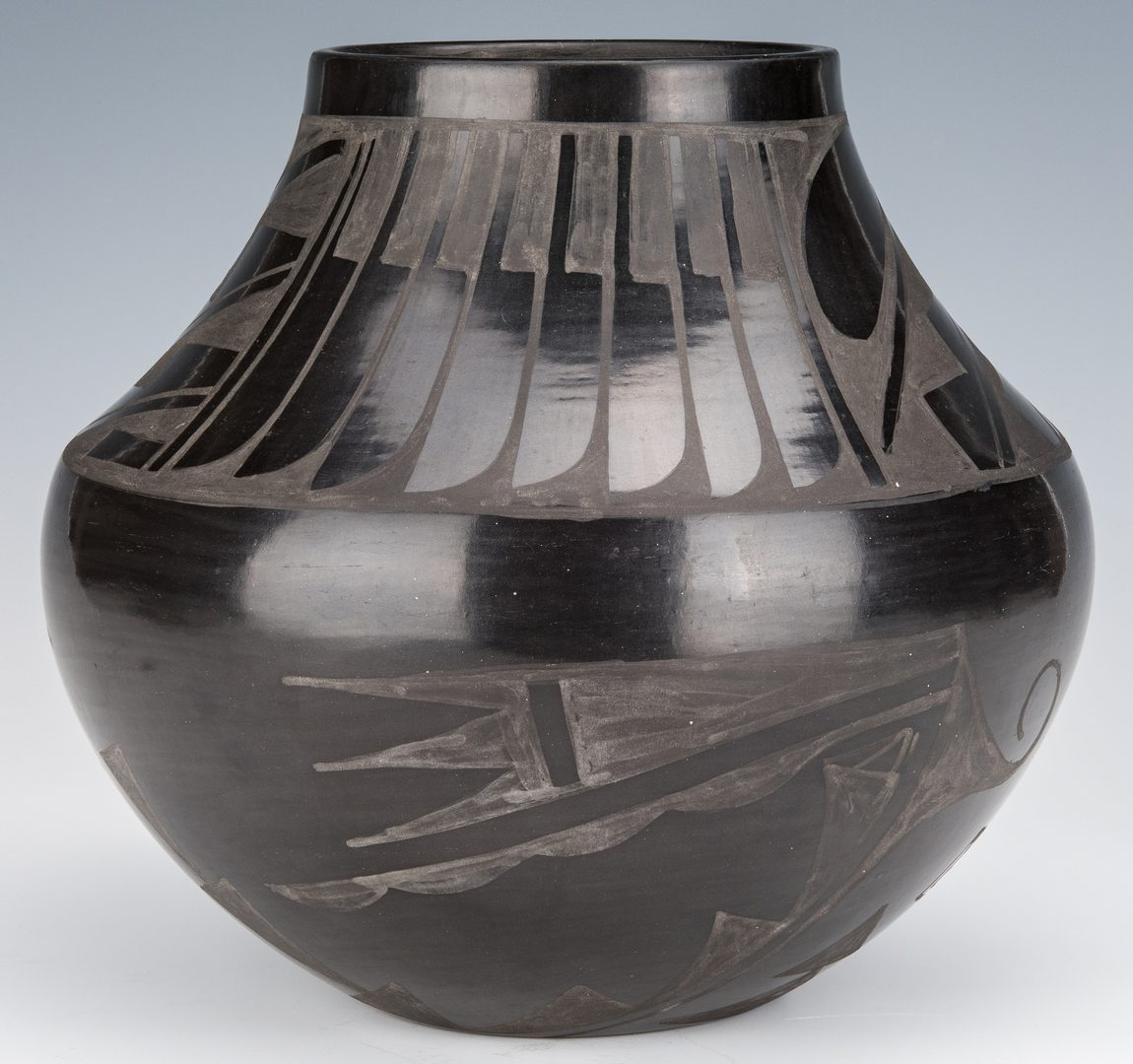 Lot 694: Carmelita Dunlap Blackware Olla
