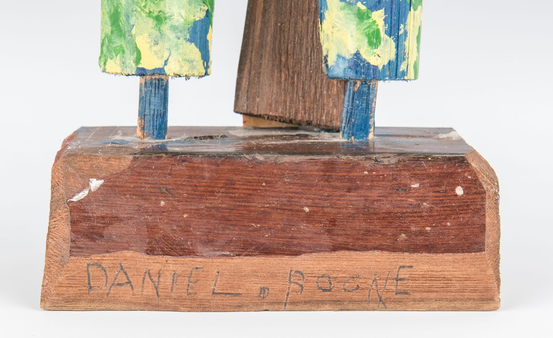 Lot 724: Carl McKenzie Wooden Carving of Daniel Boone