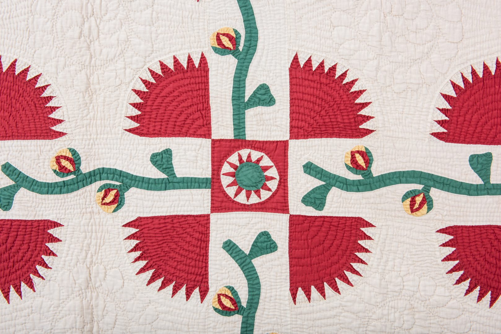 Lot 744: East TN Quilt, New York Beauty Variant
