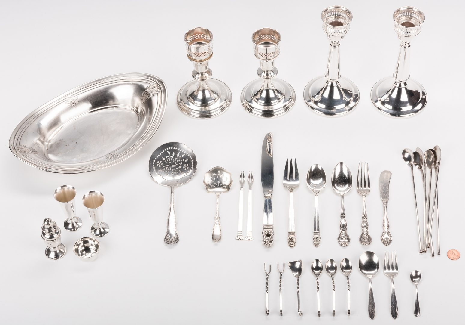Lot 874: 35 pcs assd. sterling table items and flatware incl. candlesticks