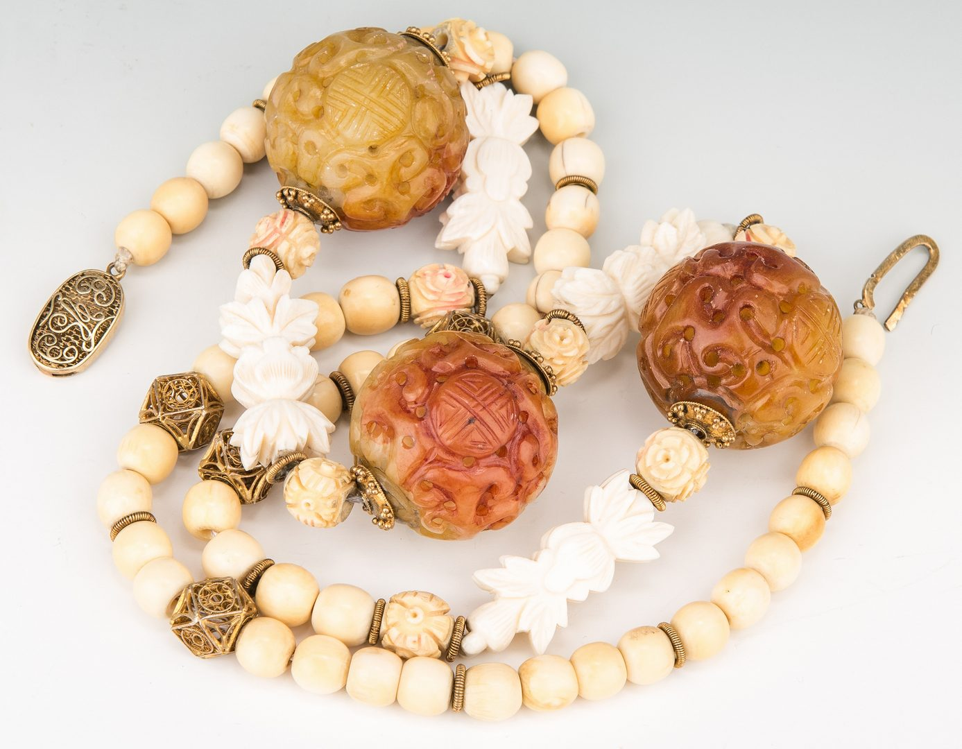 Lot 26: 3 Chinese Hardstone Items & Necklace, 4 items