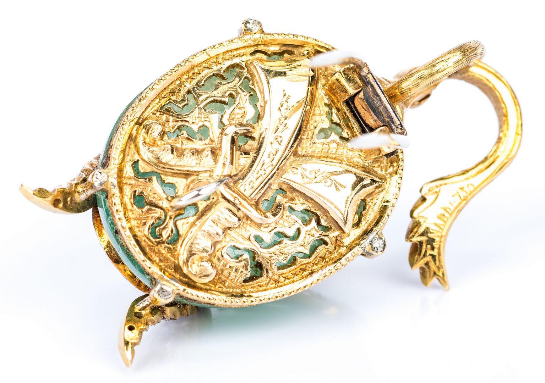 Lot 33: Guilio Nardi 73 ct Emerald & Dia. Pendant / Pin
