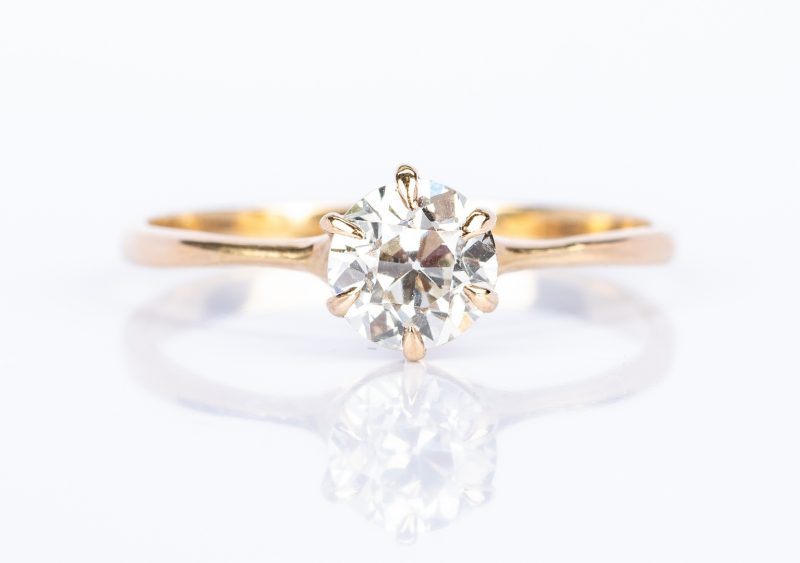 Lot 444: 1 ct Diamond Engagement Ring