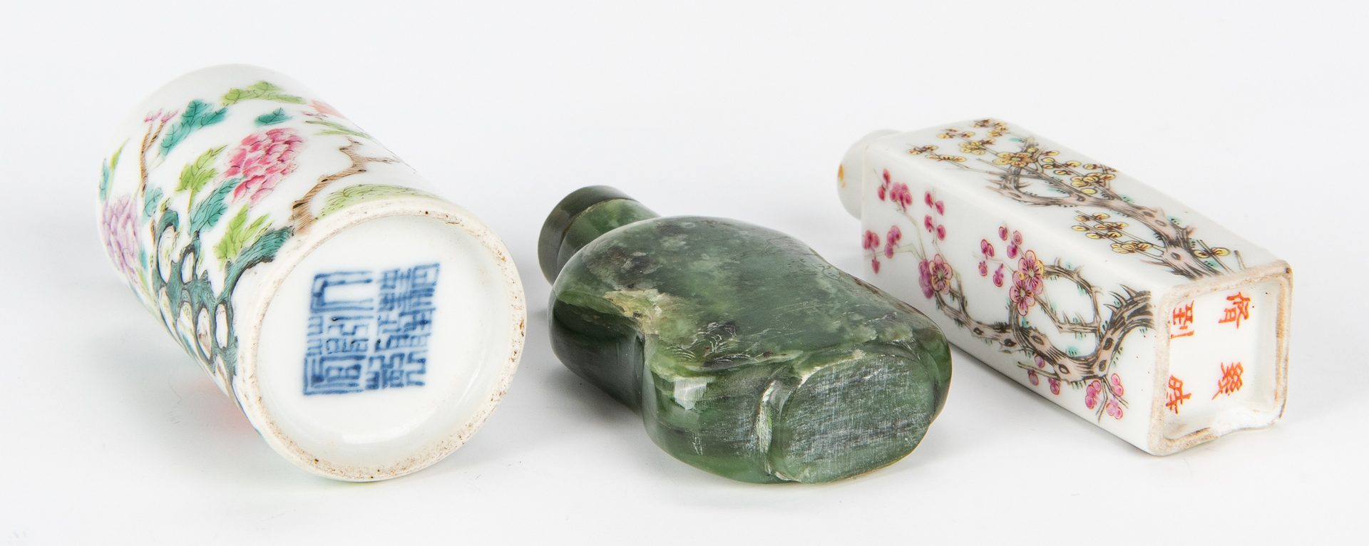 Lot 4: 6 Snuff Bottles, Jade and Porcelain