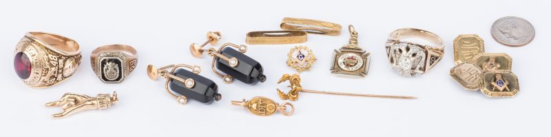 Lot 665: 13 items of 10K gold jewelry, incl. Masonic