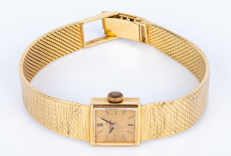 Lot 672: Lady's 18K Omega Dress Watch