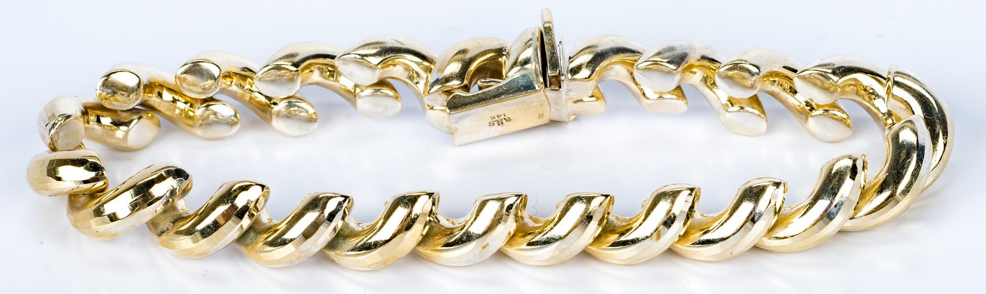 Lot 689: 14K yellow gold shrimp link bracelet
