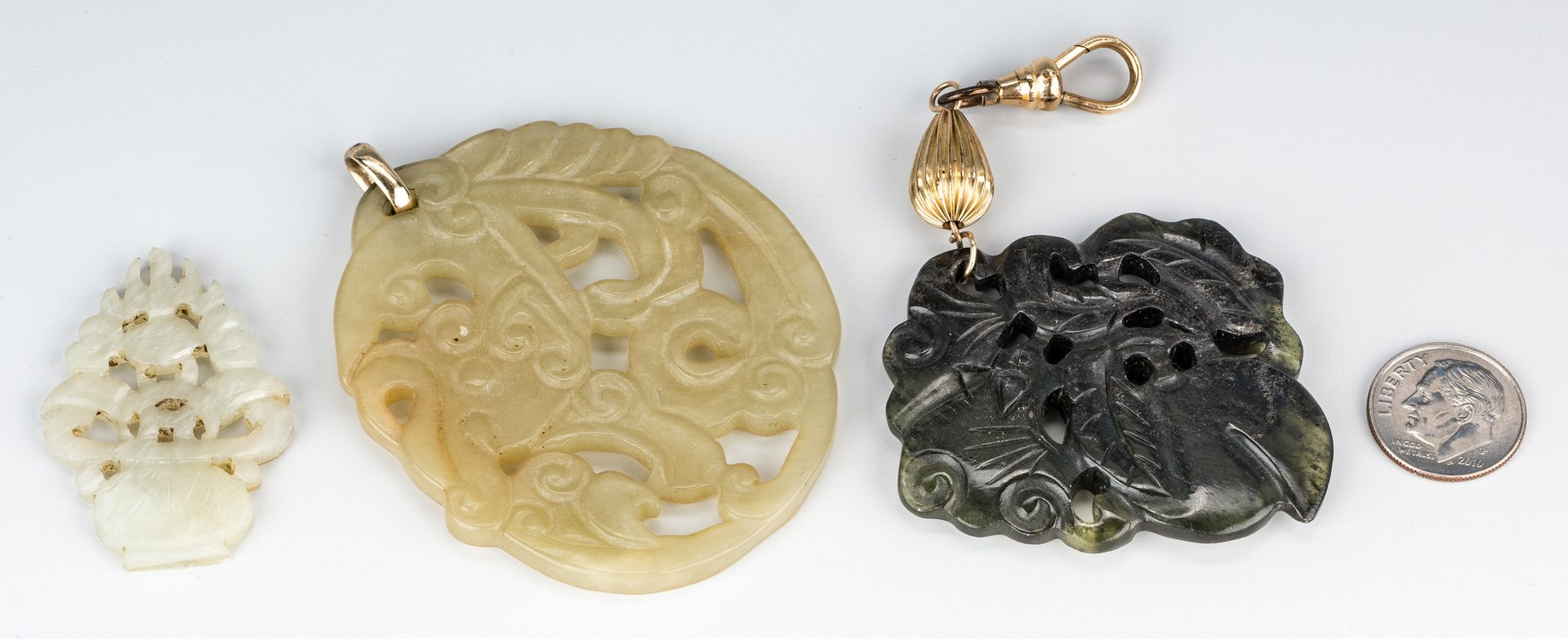 Lot 6: 4 Jade Items incl. Duck and 1 Snuff Bottle