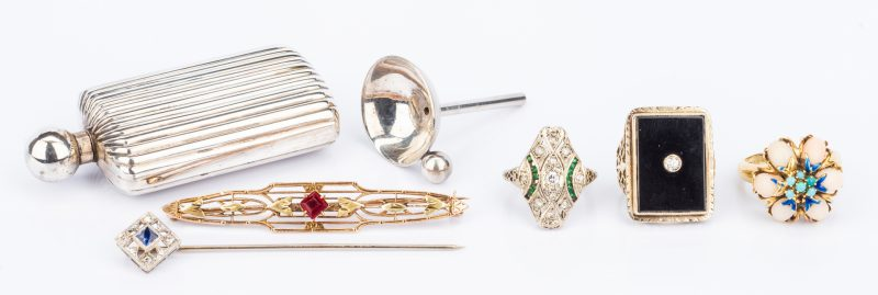 Lot 825: Group 6 Vintage Jewelry Items