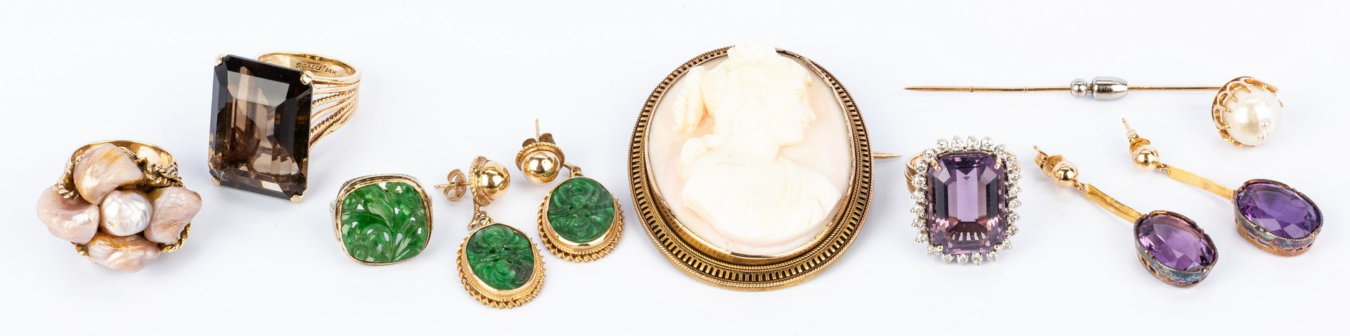 Lot 144: 8 Gold and Semi-precious Jewelry Items