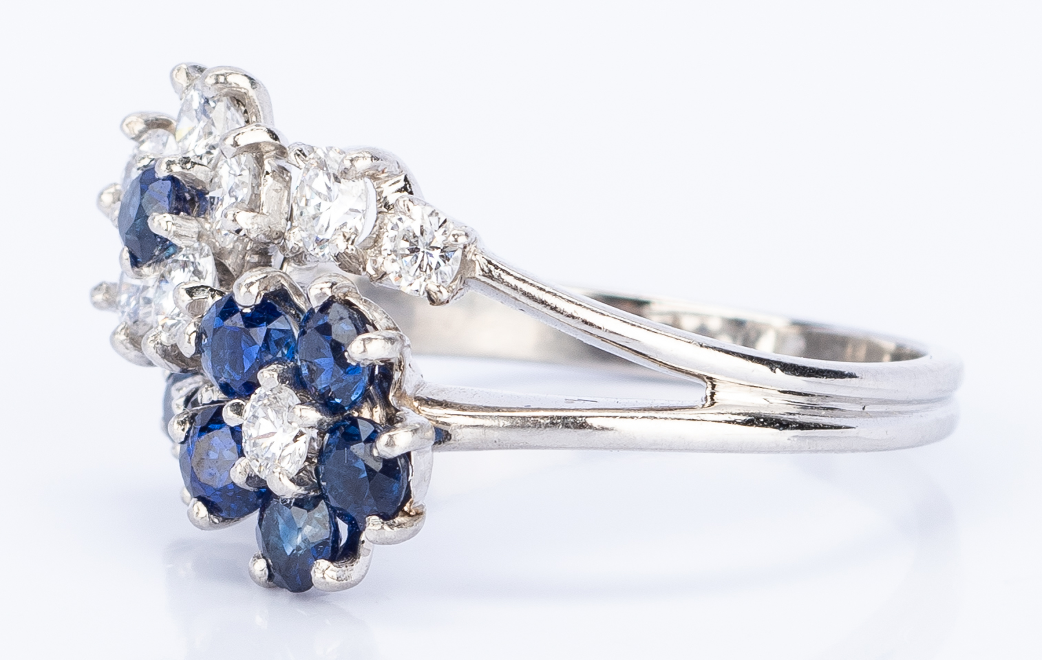 Lot 25: Plat. Diamond, Sapphire Flower Ring
