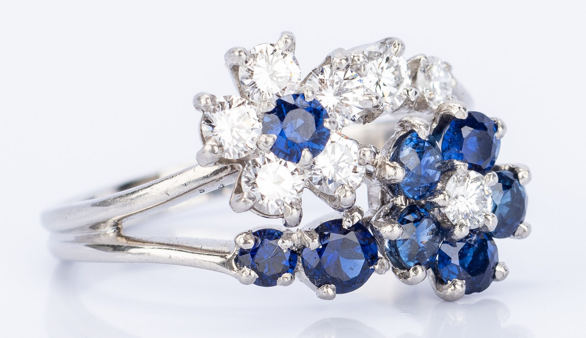 Lot 25: Plat. Diamond, Sapphire Flower Ring