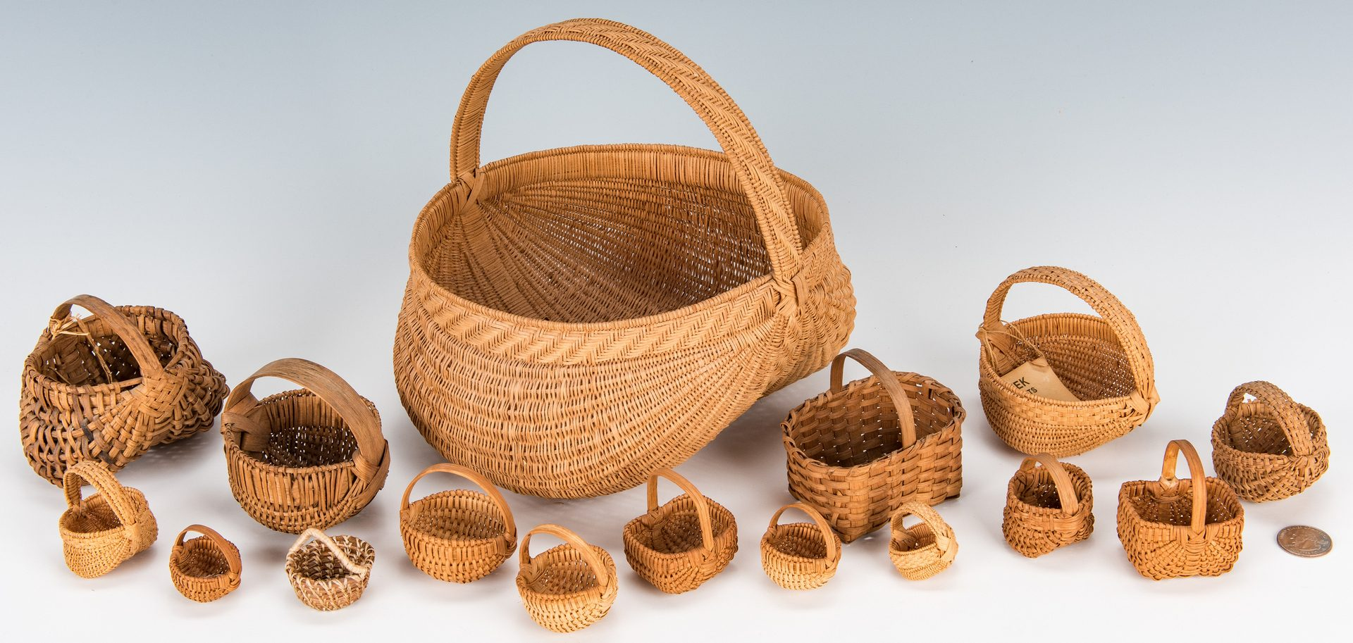 Lot 385: 16 TN & Southern Baskets, inc. 15 miniatures