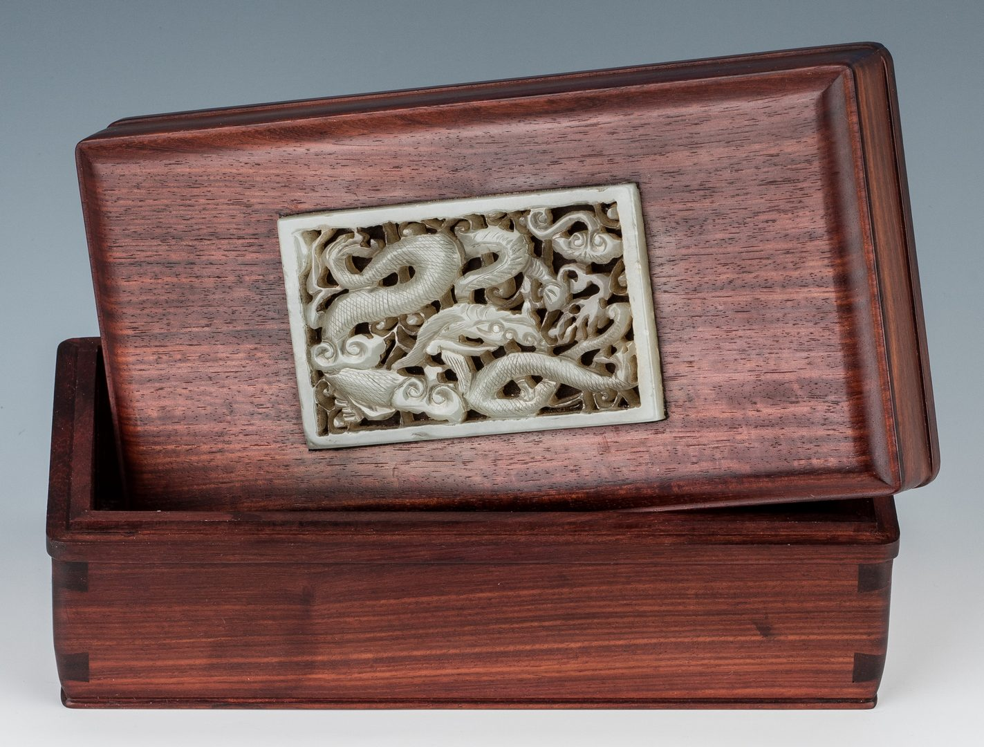 Lot 405: 3 Chinese Carved Jade items, incl. Inlaid Box