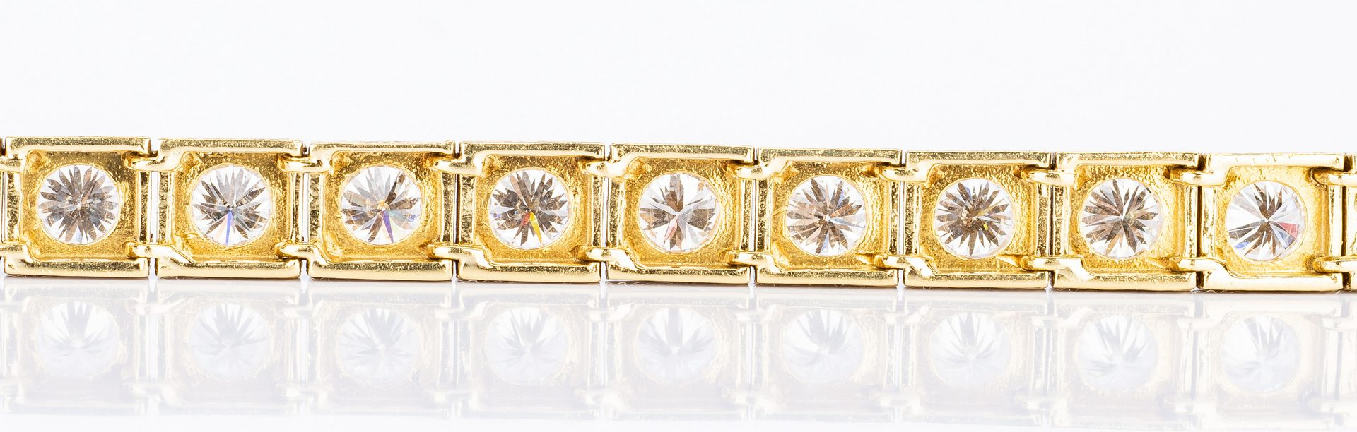 Lot 173: 18k Fashion Diamond Line Bracelet, 7.5 ct