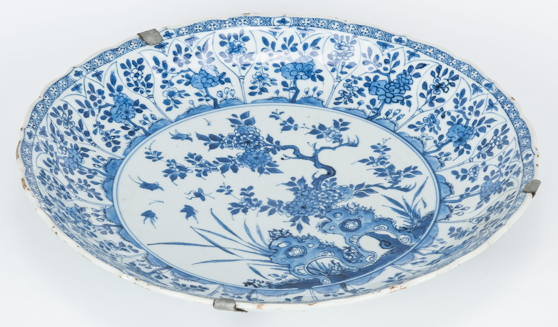Lot 20: Large Blue & White Charger, Qing Dynasty