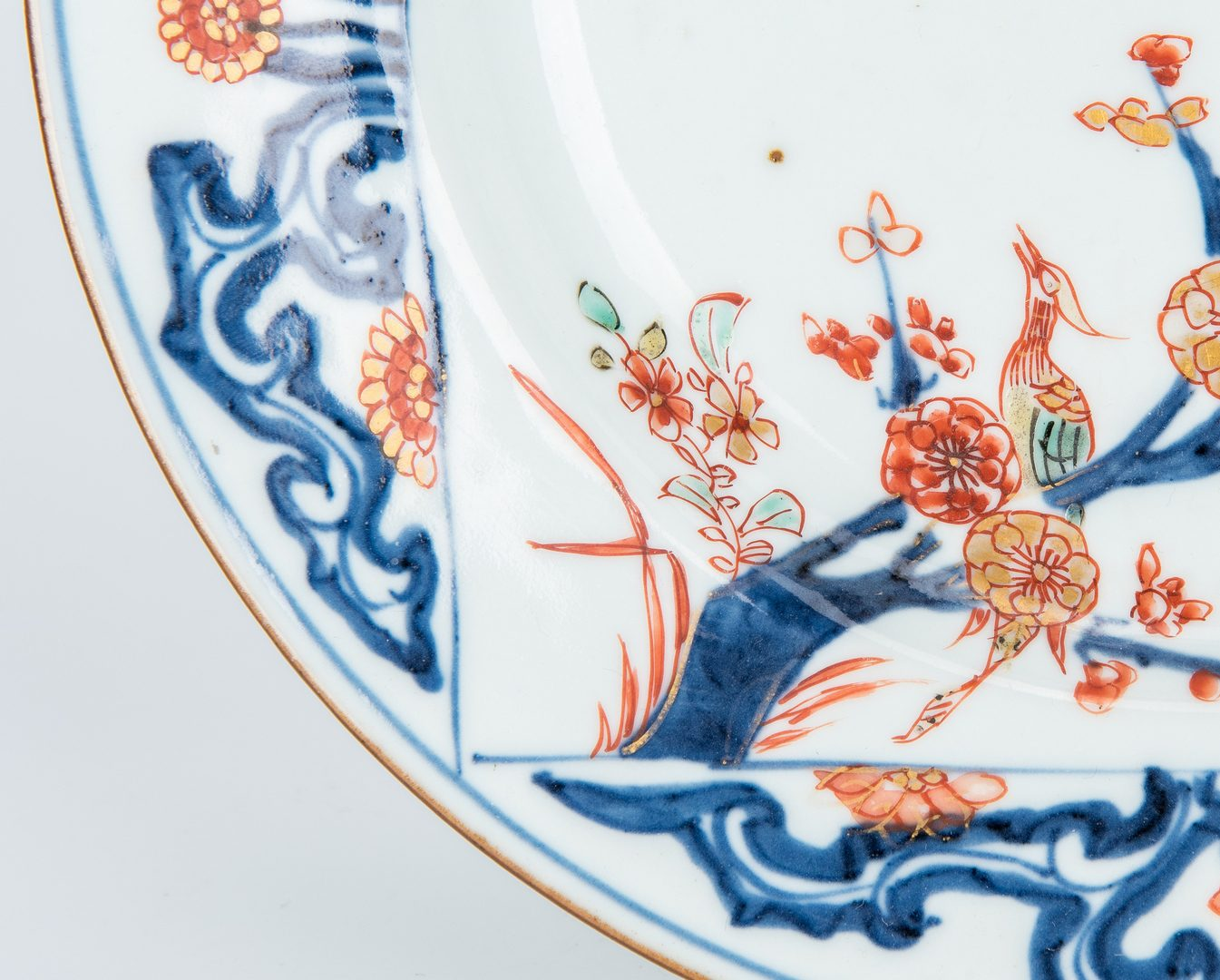 Lot 252: 3 Chinese Export Porcelain Plates, incl. Grisaille