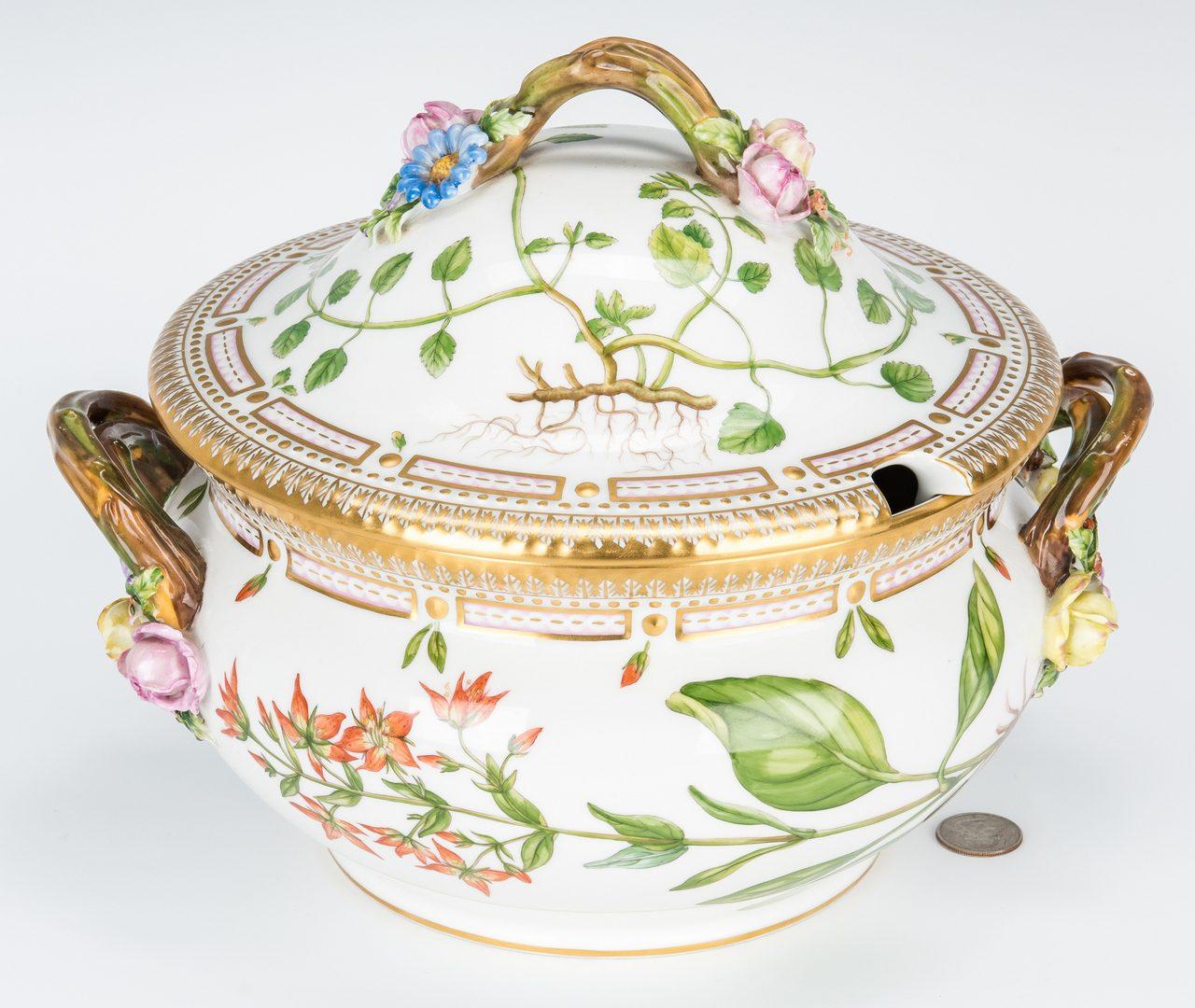 Lot 256: Royal Copenhagen Denmark Flora Danica Porcelain Round Tureen w/ Lid