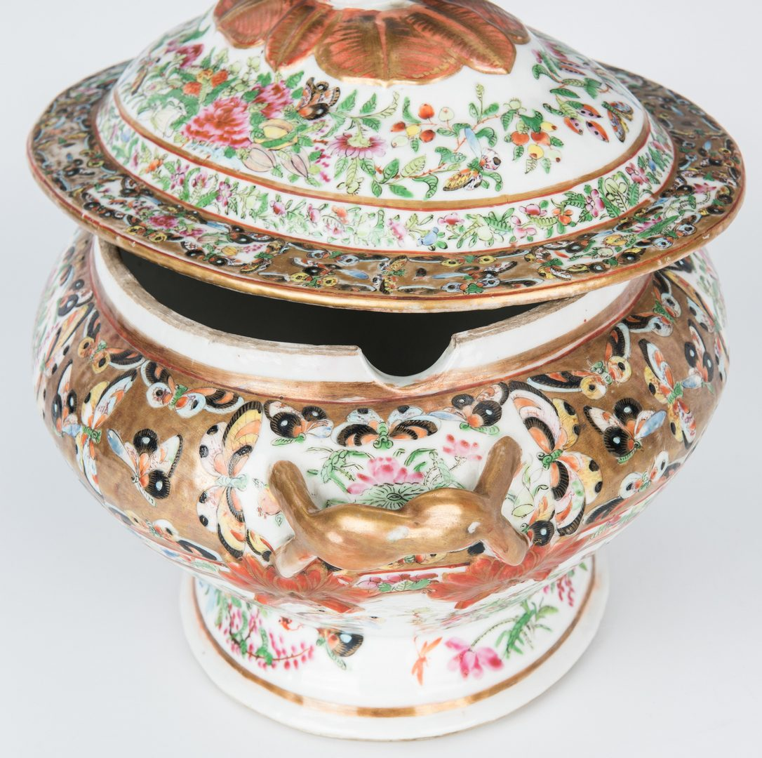 Lot 28: 4 Famille Rose Serving pieces incl. Tureen