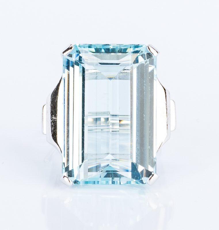 Lot 397: 30 ct Aquamarine 14k Dinner Ring