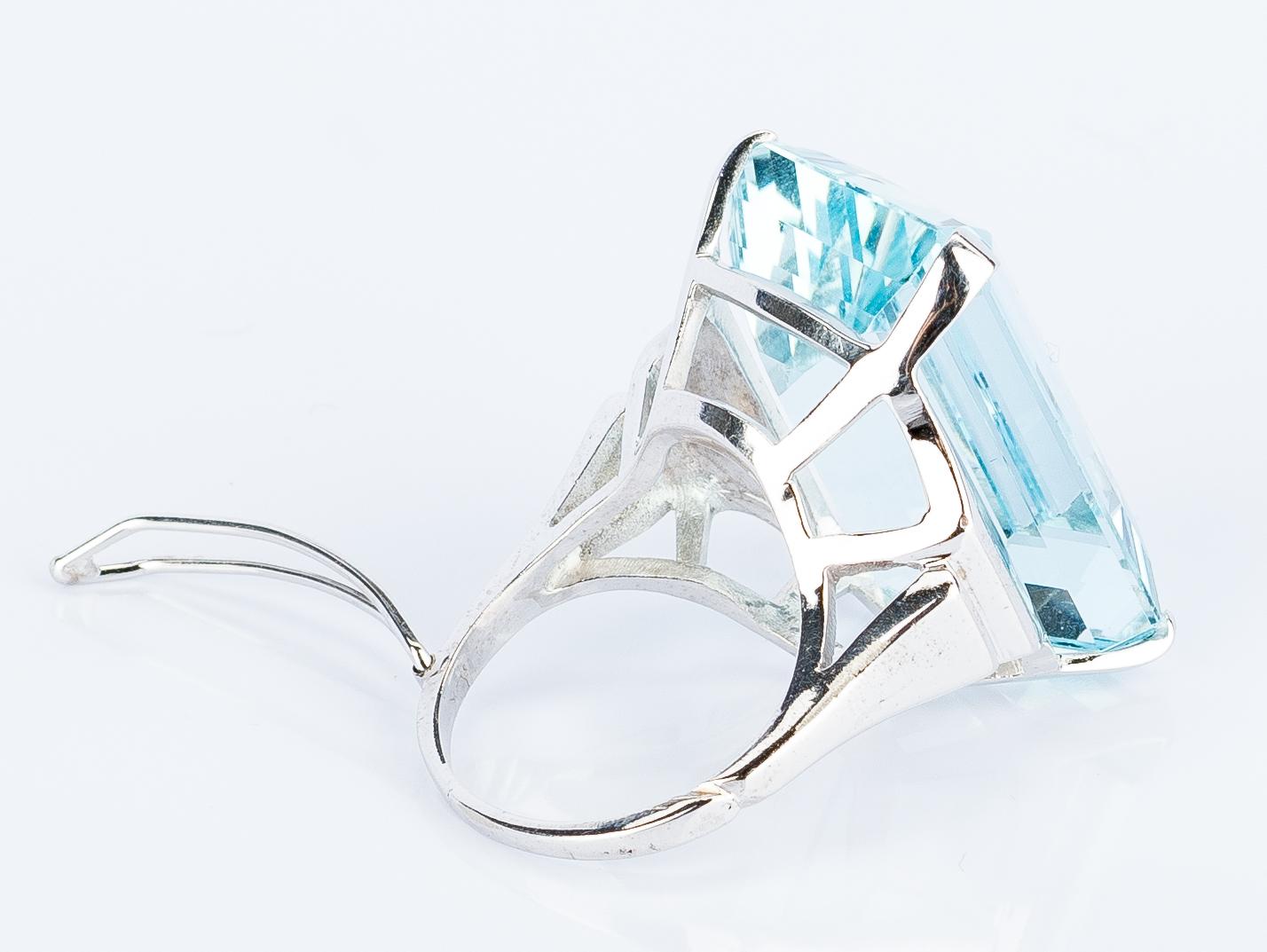 Lot 397: 30 ct Aquamarine 14k Dinner Ring