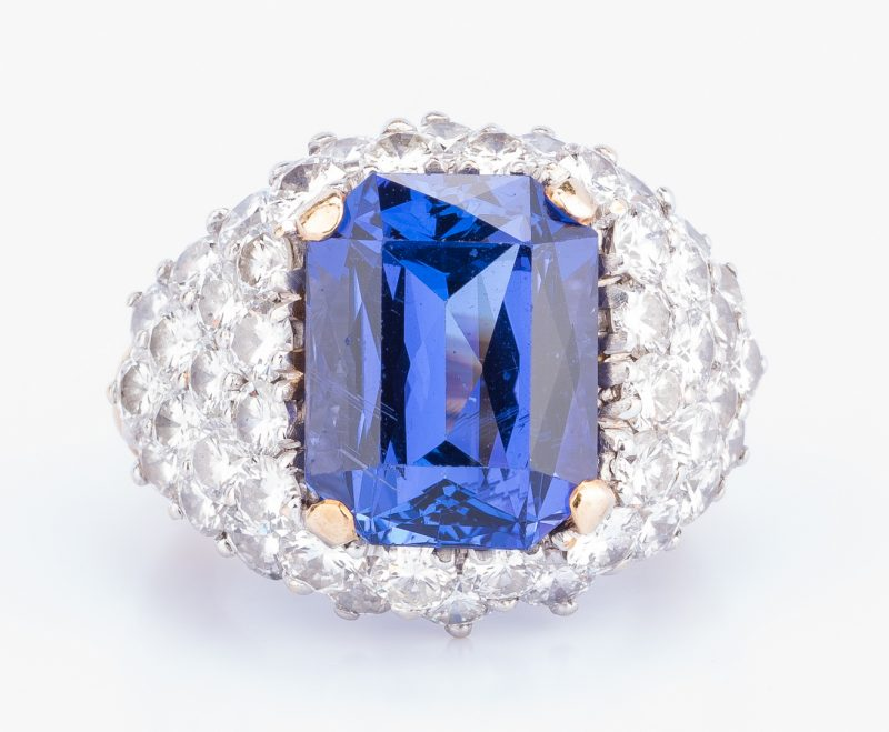 Lot 401: 18k Tanzanite Diamond Dinner Ring