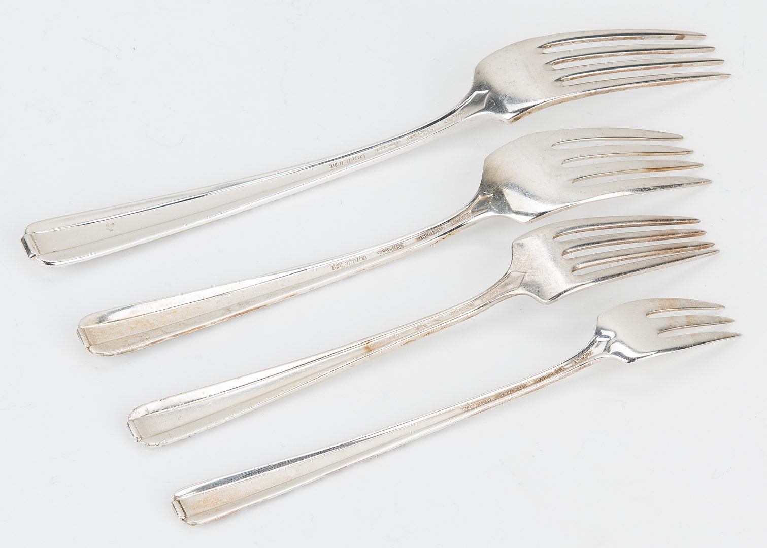 Lot 433: 90 pcs. Towle Candlelight Pattern Sterling Silver Flatware