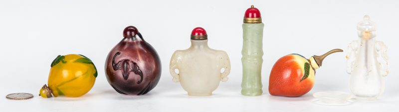 Lot 454: 6 Snuff Bottles incl. Jade, Fruit Forms