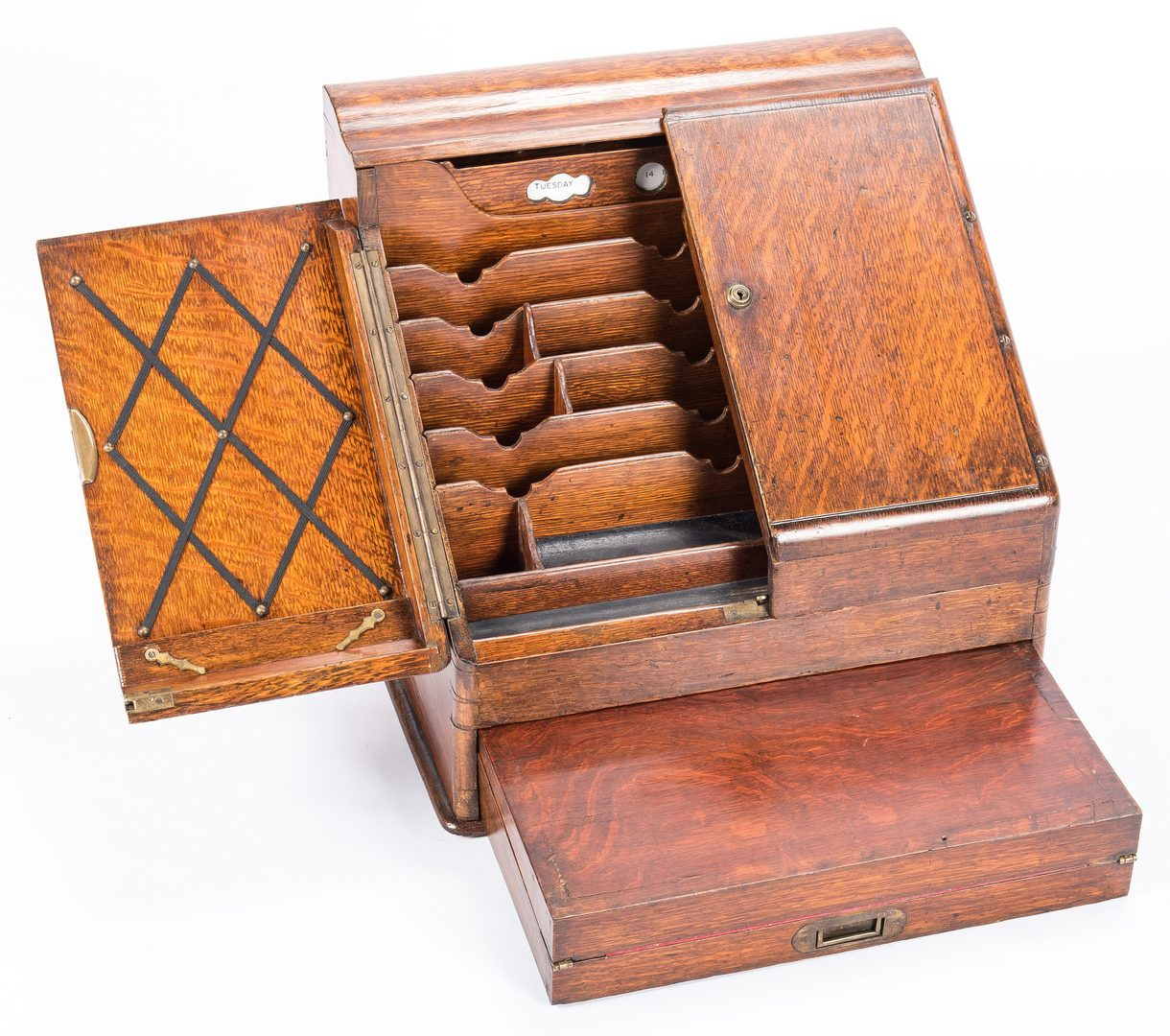 Lot 617: 2 Edwardian Furniture Items