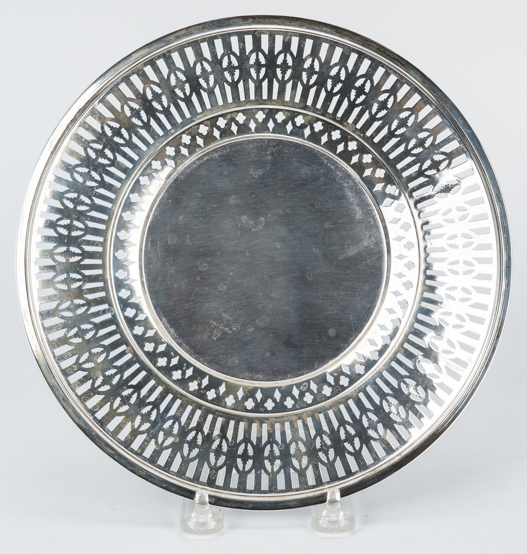 Lot 650: 3 Sterling Serving Items: Bowl, stand, small tray
