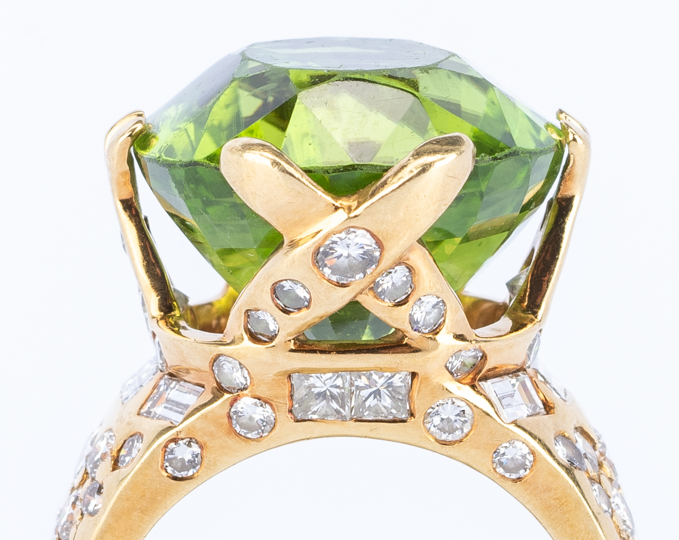 Lot 36: 18k Peridot Diamond Fashion Ring