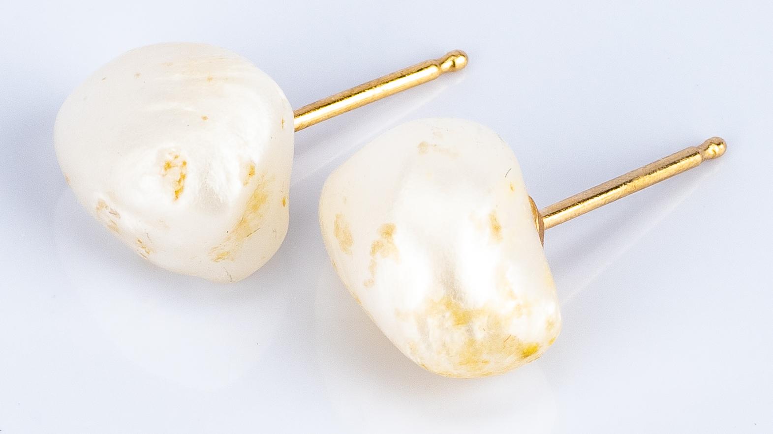 Lot 49: Diamond Studs and TN Pearls, 3 items