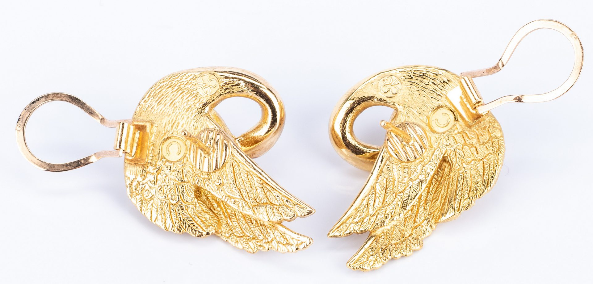 Lot 50: 18k French made Swan Pin and Earrings Set