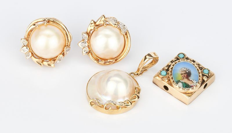 Lot 1014: 3 Gold & Gemstone Items, incl. Diamond & Pearl