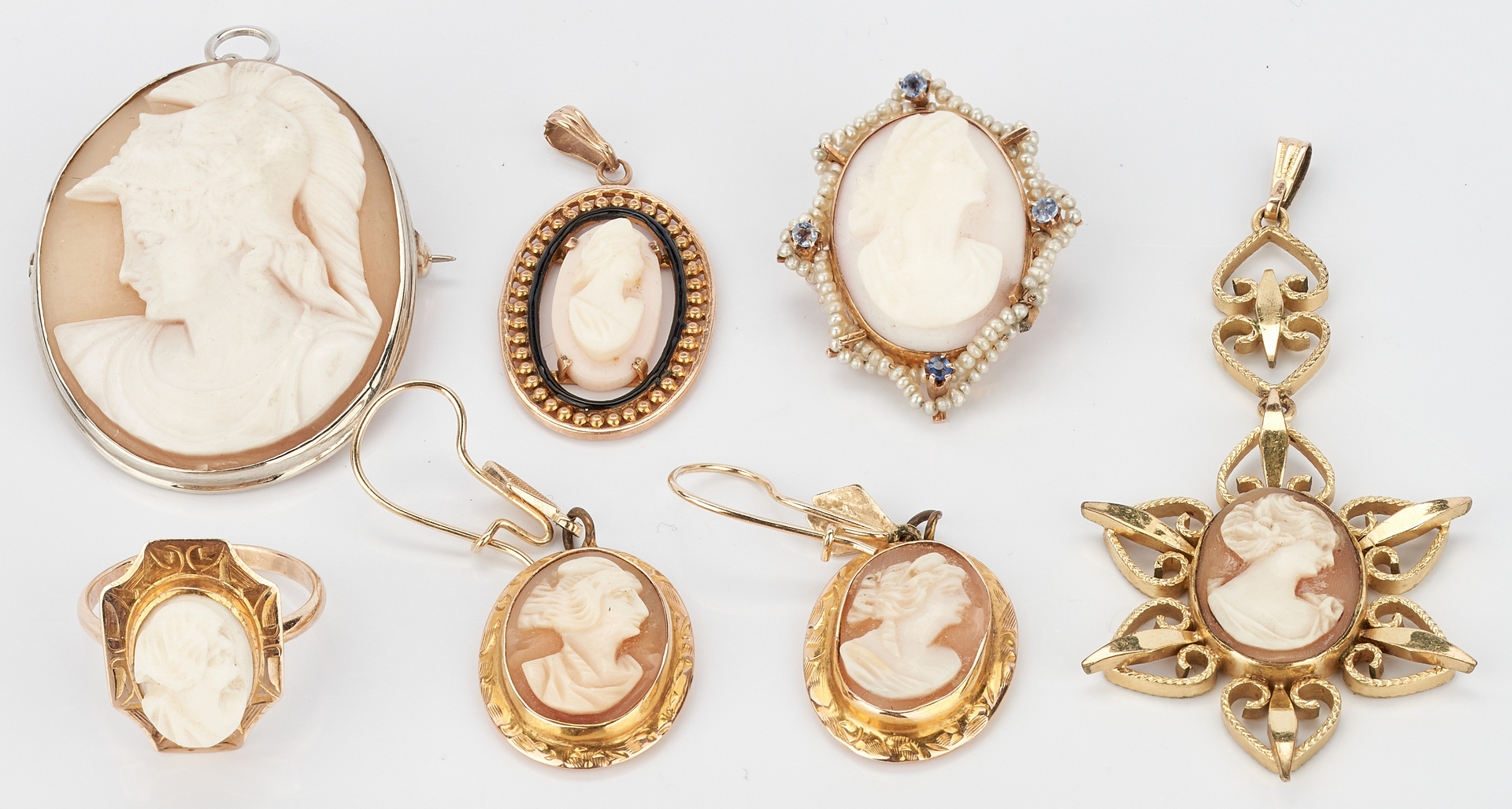 Lot 1017: 6 Gold and Cameo Jewelry Items