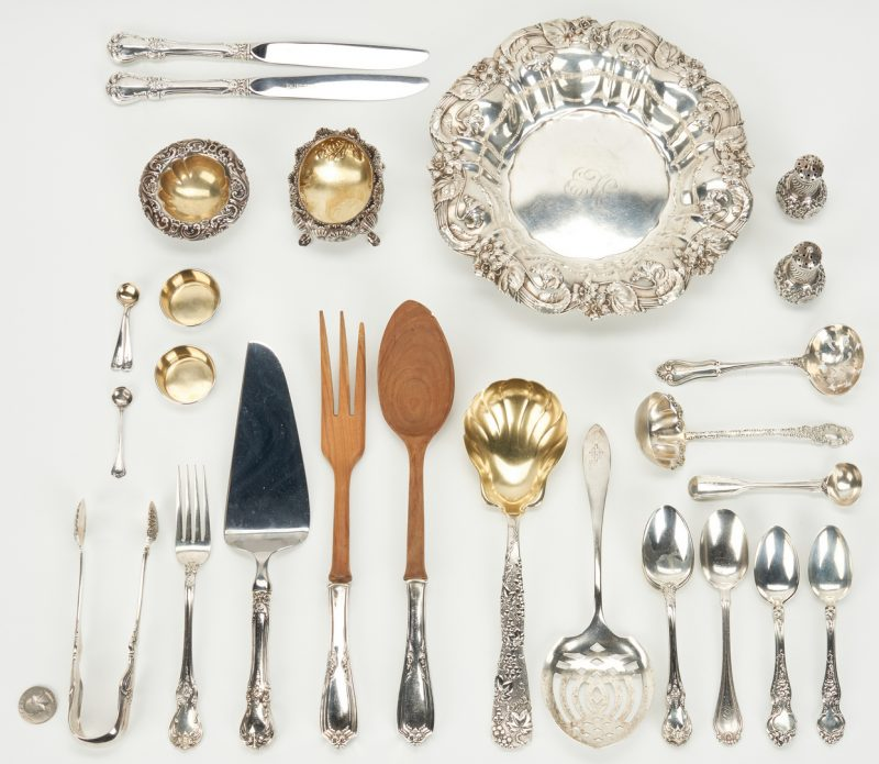 Lot 1033: 32 American & English Sterling Silver Items