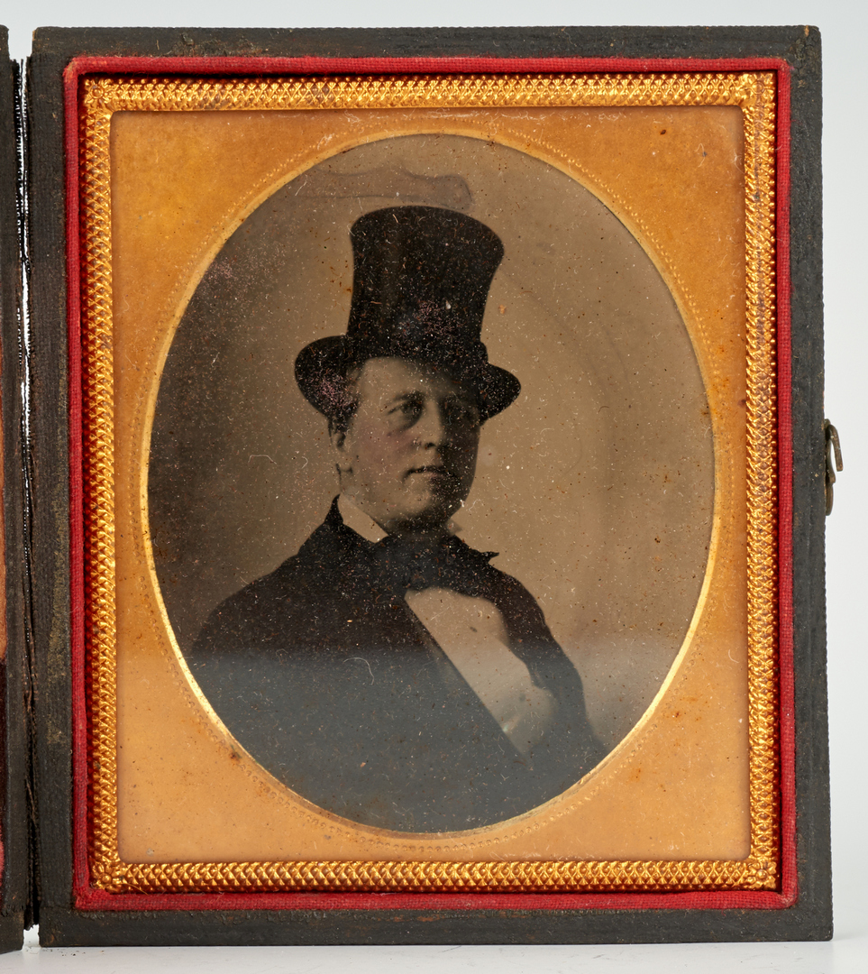 Lot 1046: 9 Cased Photography Portraits