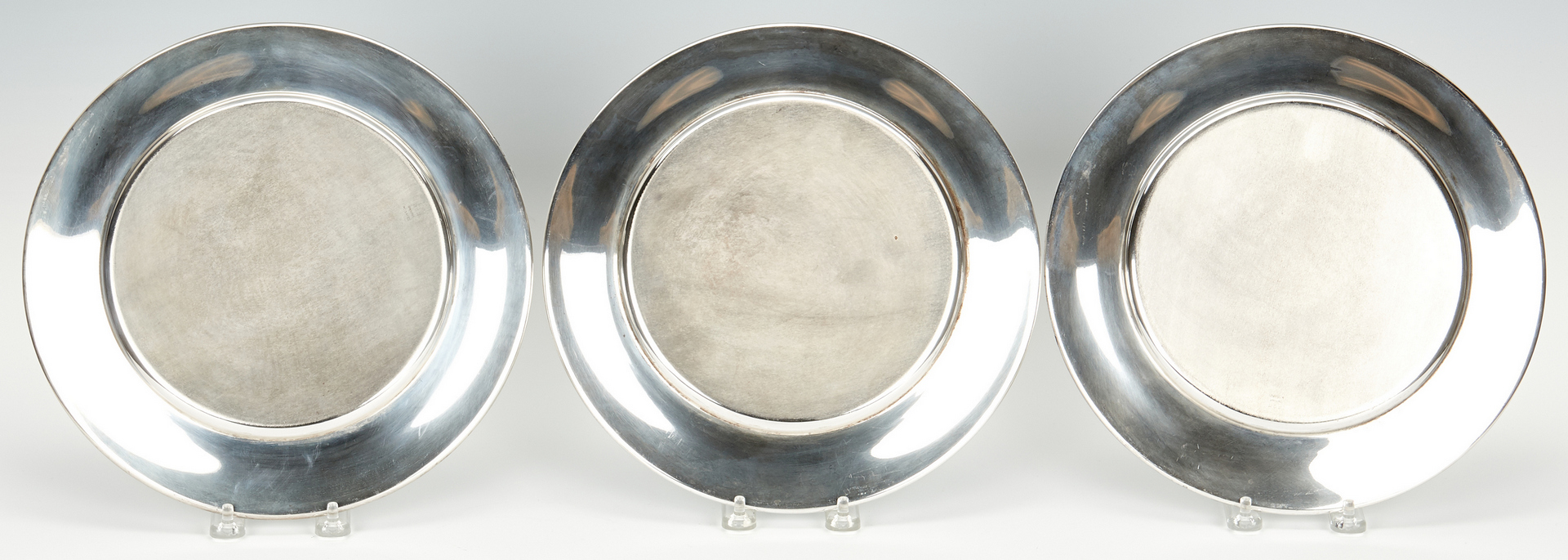 Lot 239: 8 Kirk Sterling Silver Chargers