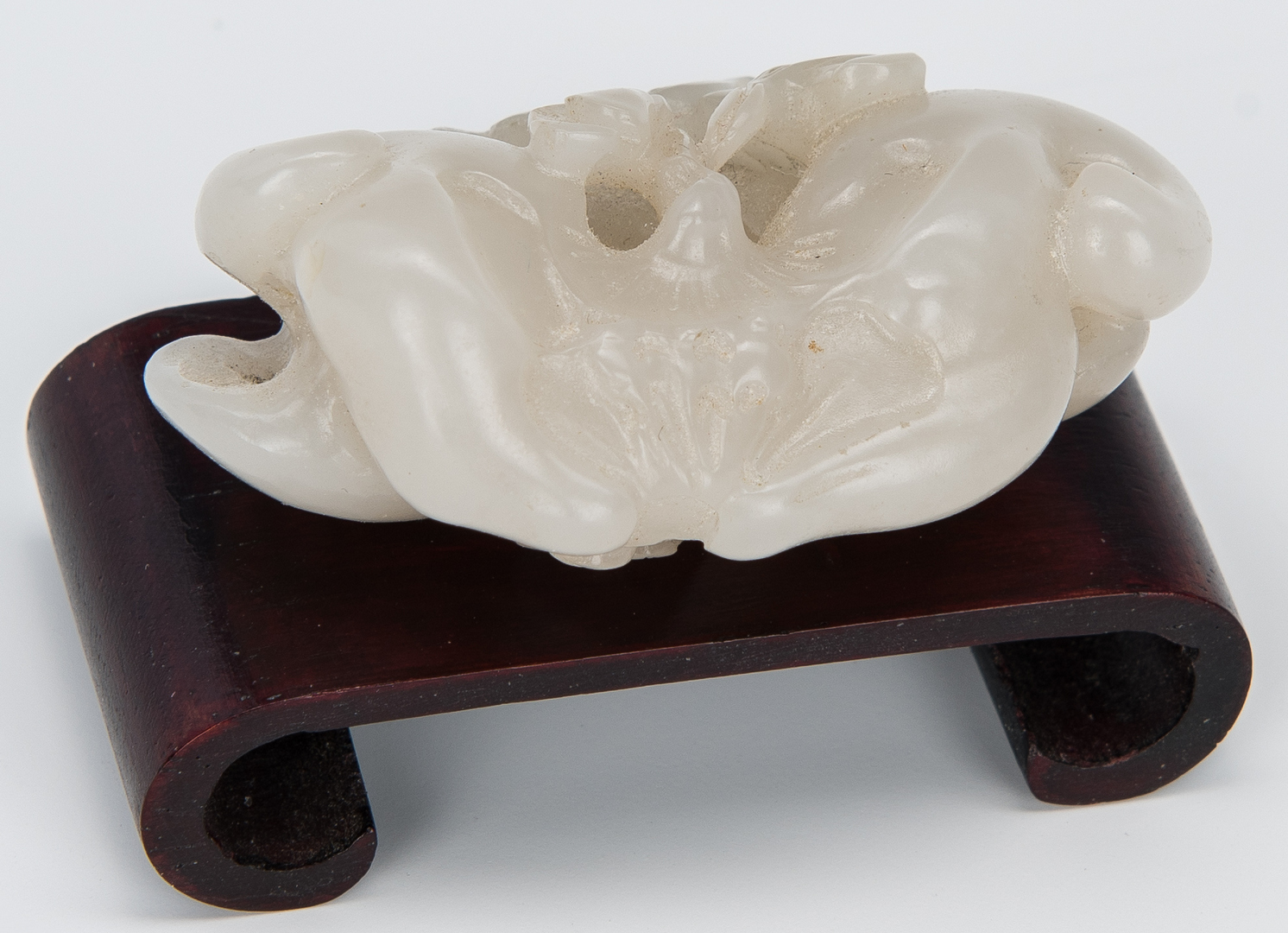 Lot 323: 4 Chinese Carved Jade Items
