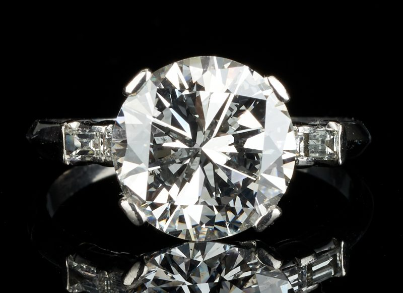 Lot 33: Plat. Ring, 4.85 CTW Round Diamond, GIA (SI1, F)