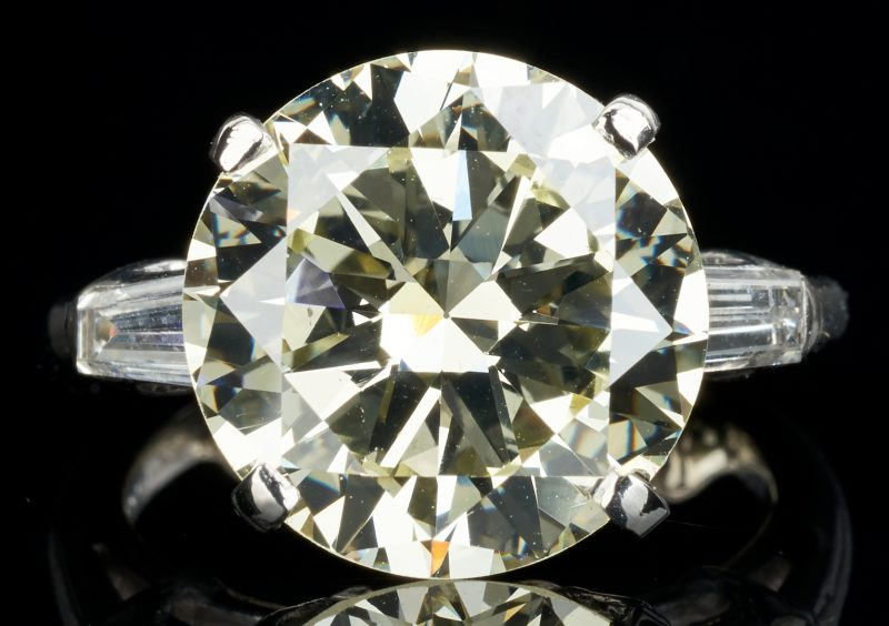 Lot 37: Plat. Ring, 5.70 CTW Round Diamond, GIA (VS1, Q-R)