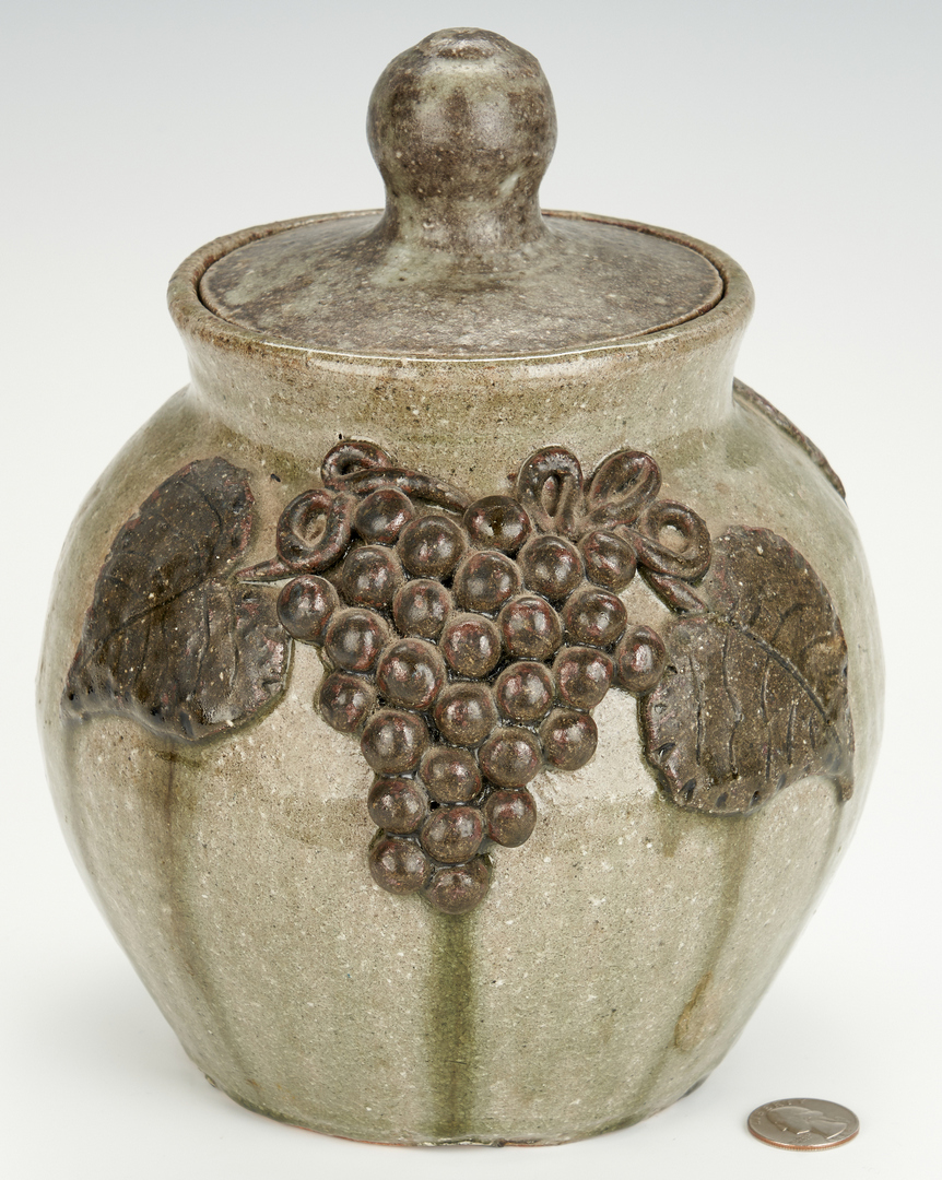 Lot 394: Arie Meaders Bean Pot