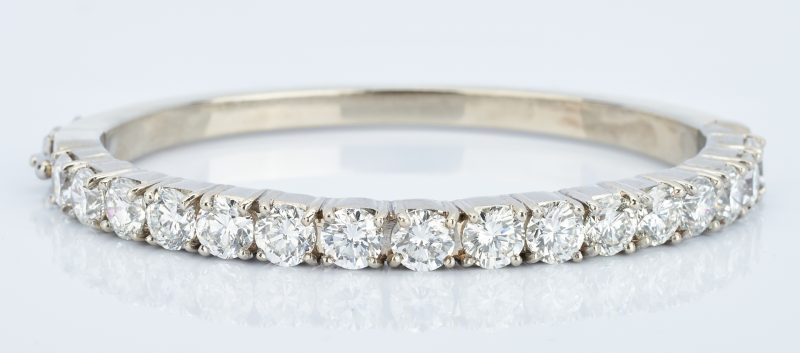Lot 40: Diamond Bangle Bracelet, 6 ct t.w., 14k
