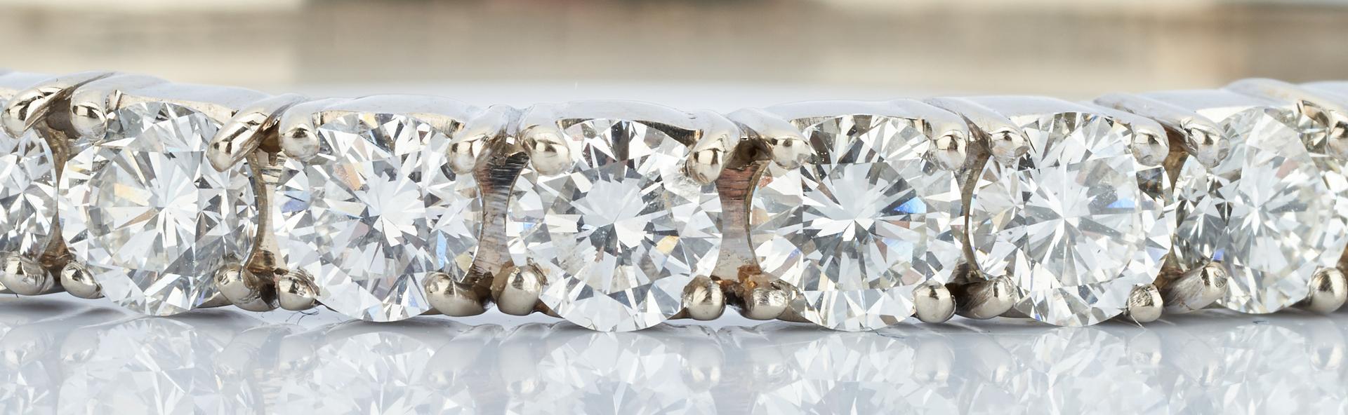 Lot 40: Diamond Bangle Bracelet, 6 ct t.w., 14k