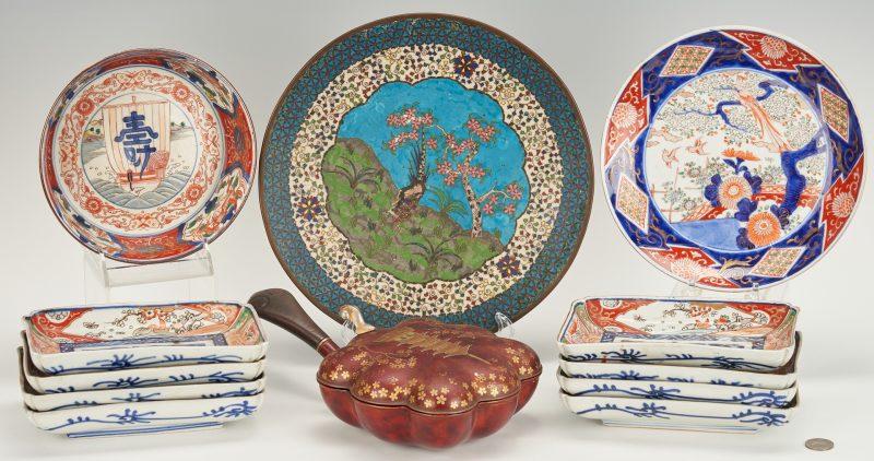 Lot 763: 12 Japanese Decorative Items, incl. Imari/Arita