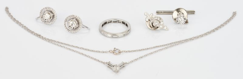 Lot 770: 4 Diamond and 14K & 2 Diamond & Platinum Jewelry Items, 6 total