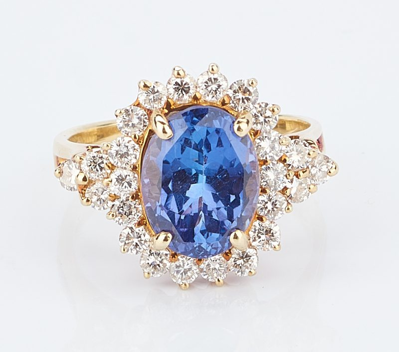 Lot 771: 18K Gold Tanzanite and Diamond Ring